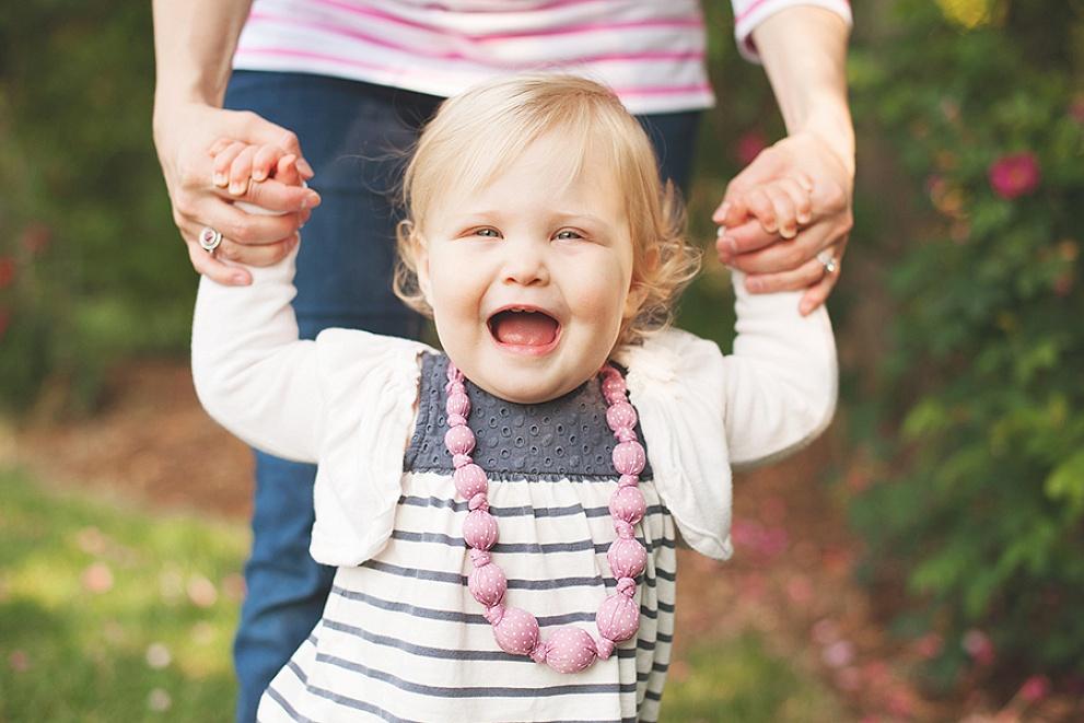 baby child photographer outdoor milwaukee wisconsin