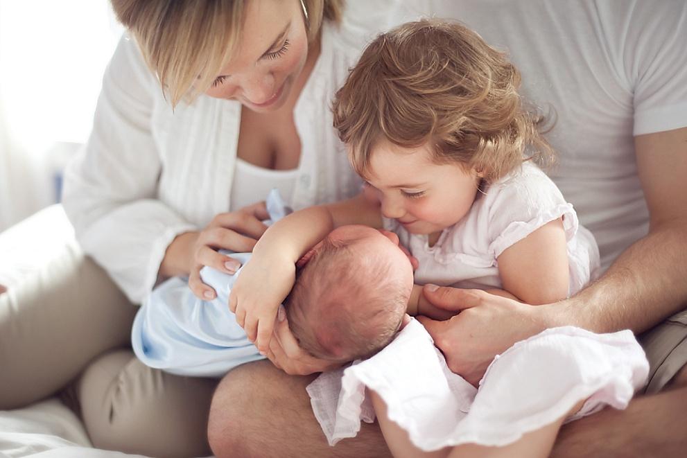 newborn photo session milwaukee